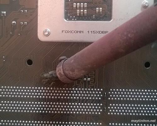 Cách tháo tụ khỏi mainboard