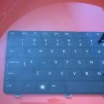 Bàn phím laptop có rửa bằng nước được không ?