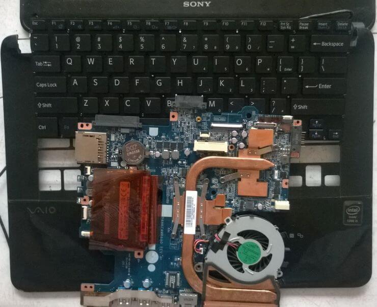 Laptop bị vào nước - Cách xử lý sự cố